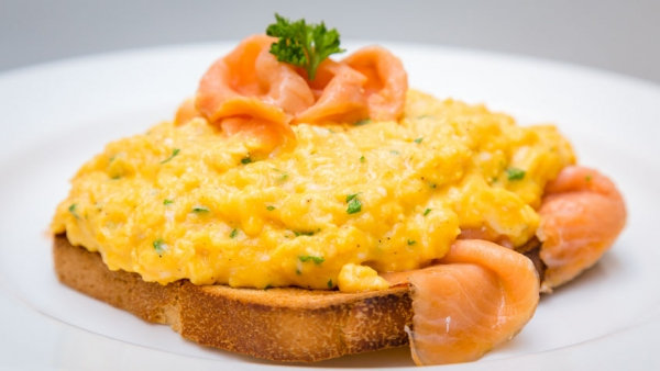Easy Breakfast Idea: Scrambled Egg With Smoked Salmon